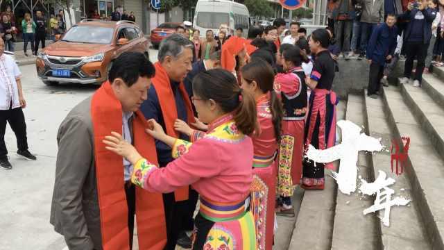 援建团回北川,村民跳羌族歌舞迎接