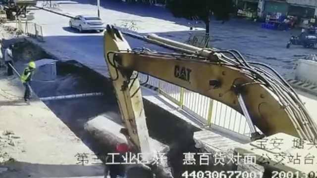 施工路面突然塌方,2工人瞬间被埋