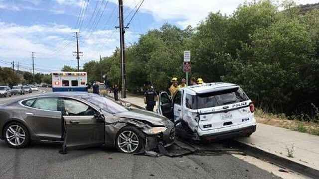 马斯克曾称最安全的车又出事了