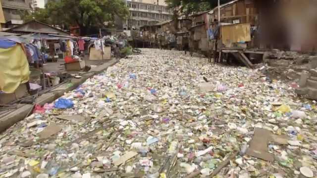 触目惊心!贫民窟的塑料垃圾河流
