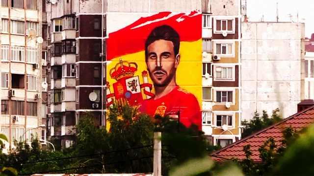 七层楼高!球迷为拉莫斯绘巨型壁画