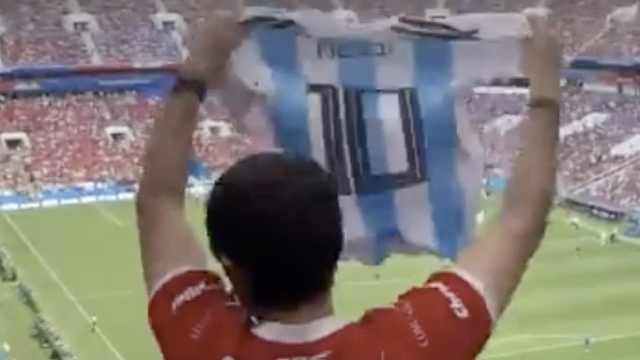 醉了!摩洛哥球迷对着C罗高喊梅西