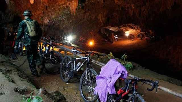 13人足球队洞穴失踪,千人搜救无果