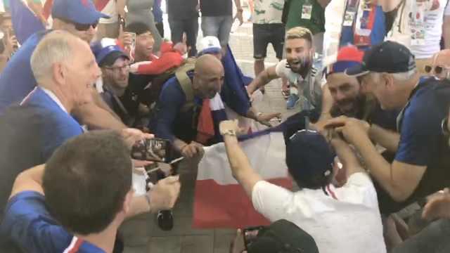 法国球迷庆胜利,阿根廷球迷跟着嗨