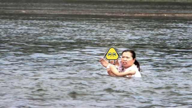 男童落水,大妈跳水勇救:没想过害怕