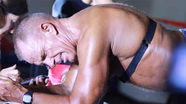 60岁大爷平板支撑10小时破世界纪录