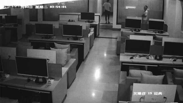 男子手机被盗,竟溜进网吧