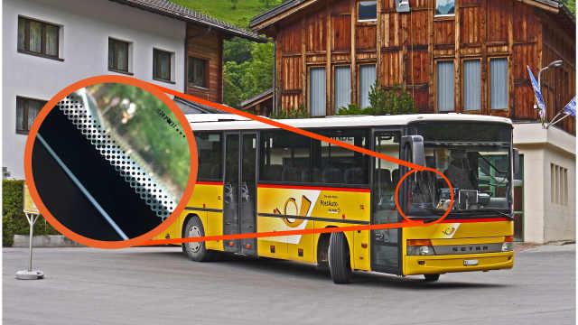 车窗边缘的黑色小圆点是干什么的?