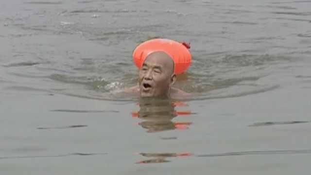 82岁游泳老人的小目标:要游到98岁