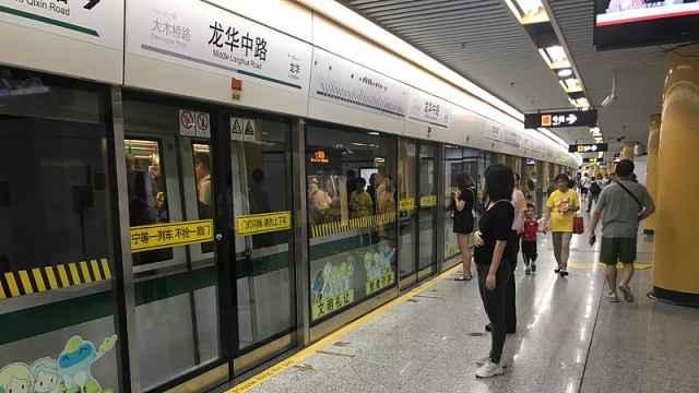上海网友拍视频:怒斥女子地铁插队