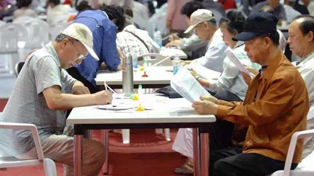 直播:退休即破产!韩国老人争工作