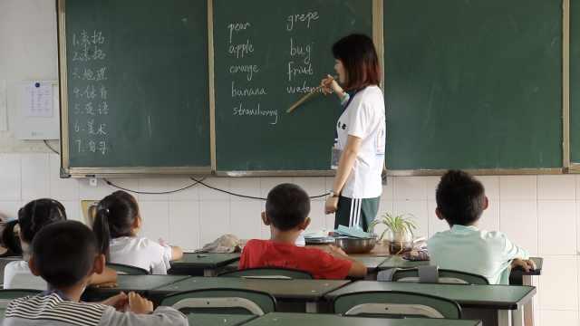 女学生2年假期下乡支教:比玩游戏好