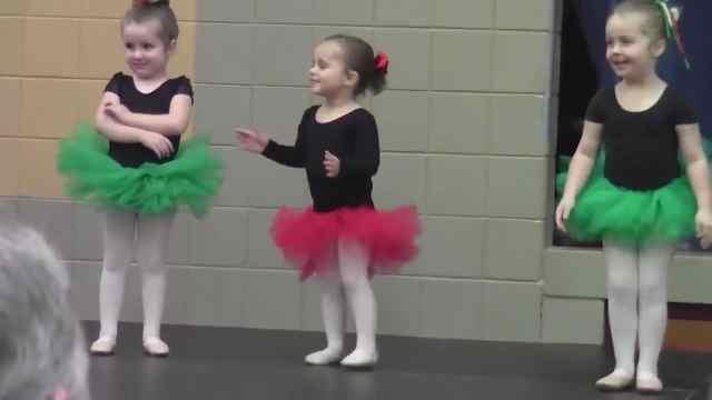 超好笑的芭蕾萌娃:都是折翼小天鹅