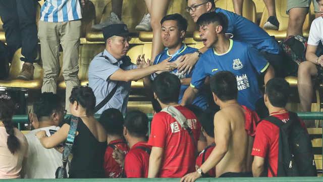 广州德比惊现暴力:16岁球迷遭围殴