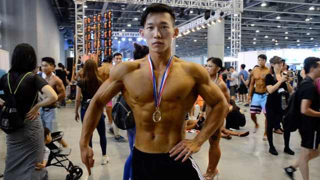 从小体弱,大学生增重40斤变肌肉男