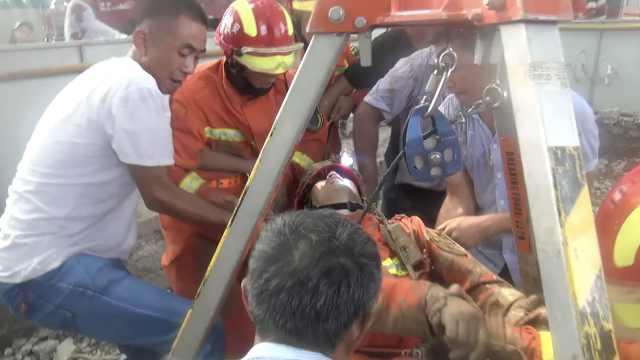 嘶喊哥消防员井下救人,缺氧险窒息