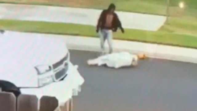 两青年街头打人,被抓竟是局长儿子