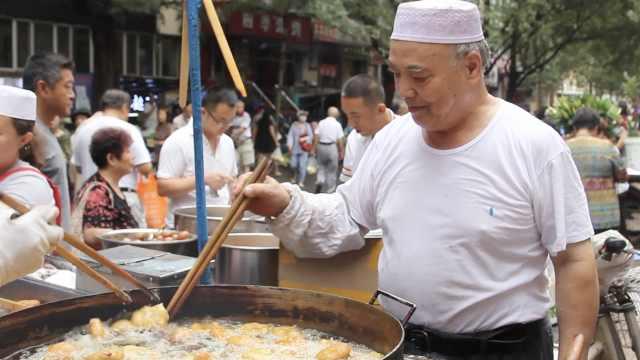 他卖炸糕32年,顾客当伴手礼送出国