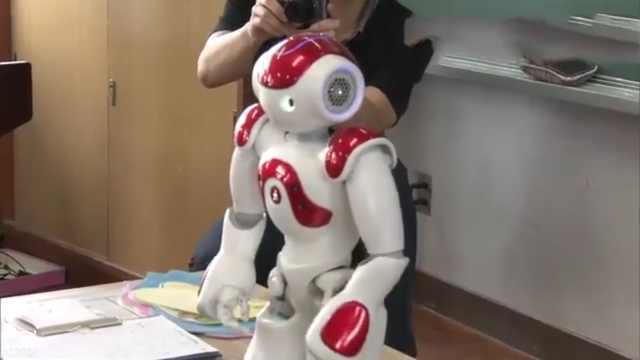 为提升英语,日本将采用机器人教学