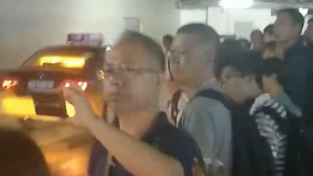 石家庄火车站打车难,司机拉满才走