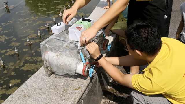 大学生1月研制机器人,水上清理垃圾