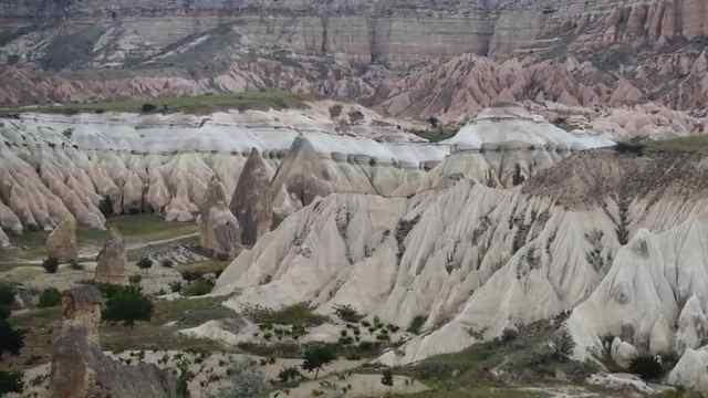在卡帕多奇亚看独特自然的峡谷