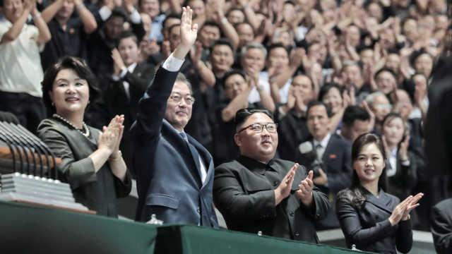特别定制!朝韩领导人看团体操表演