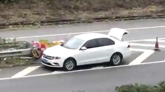 佳节首日违章,高速两车危险驾驶