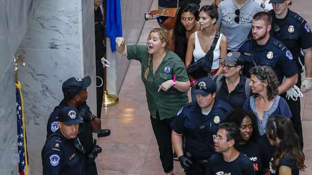 抗议大法官提名人选,三百多人被捕