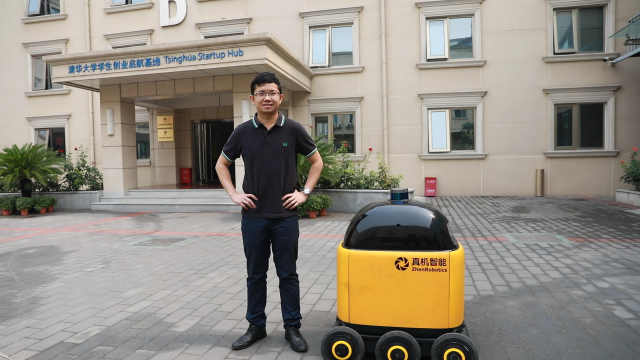 """北京快递机器人的香港""""爸爸"""" 詹姆斯身高"""