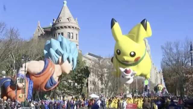 梅西感恩节大游行,惊现悟空皮卡丘