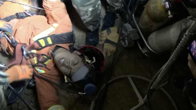 极限救援!消防45米深井救人后昏厥