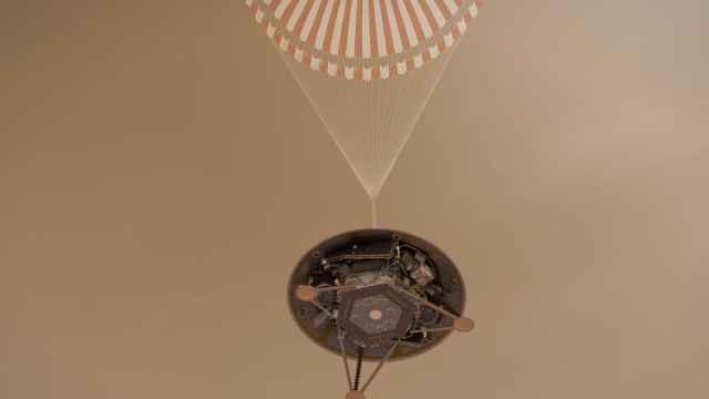 NASA无人探测器洞察号成功着陆火星