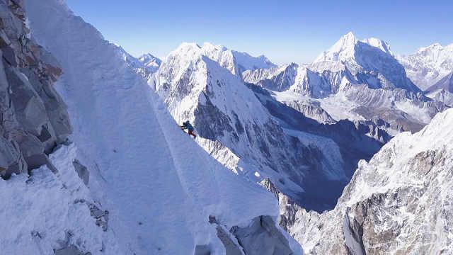登山者完成单人攀登喜马拉雅山壮举