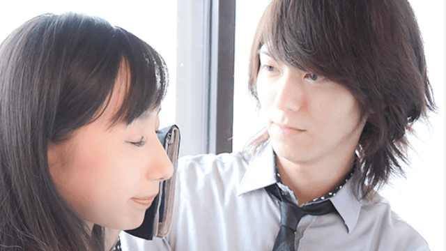 在日本,付钱就能让帅哥陪哭擦眼泪