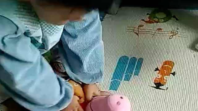 医生家的孩子:2岁萌娃做心肺复苏