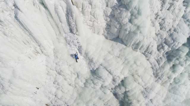 东北今年太暖?人工冰山刚冻上就化