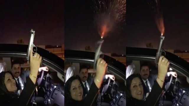 伊拉克女议员朝天放枪庆祝,上热搜