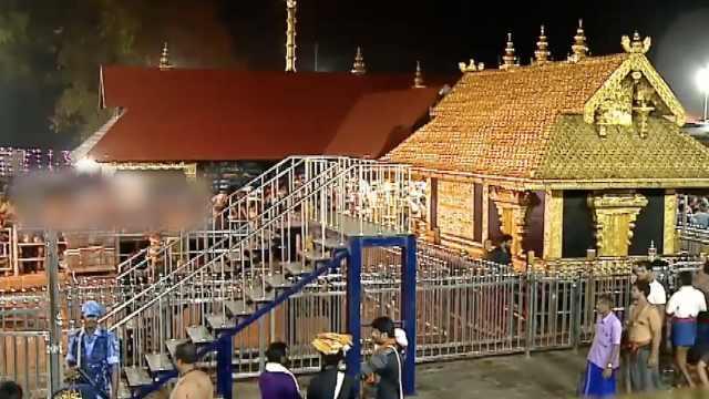 印度两女子打破神庙参拜禁忌引示威