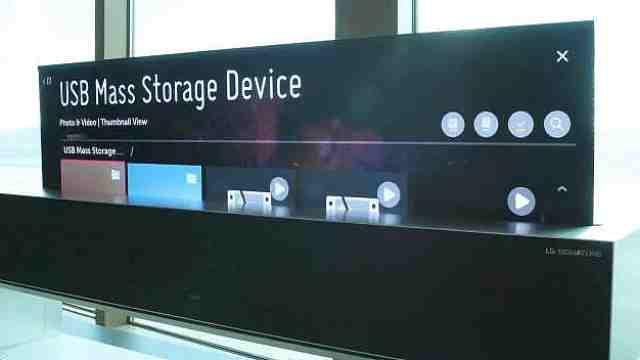 LG出黑科技新款电视机,屏幕可卷起