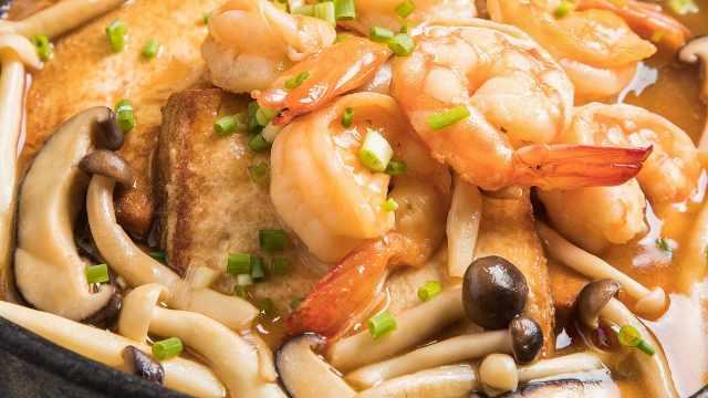 虾仁菌菇烩豆腐,鲜嫩爽滑!