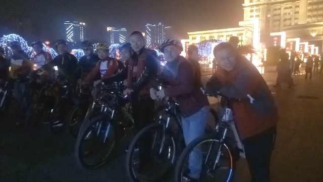 骑友夜游北碚迎新年:1天能骑200里