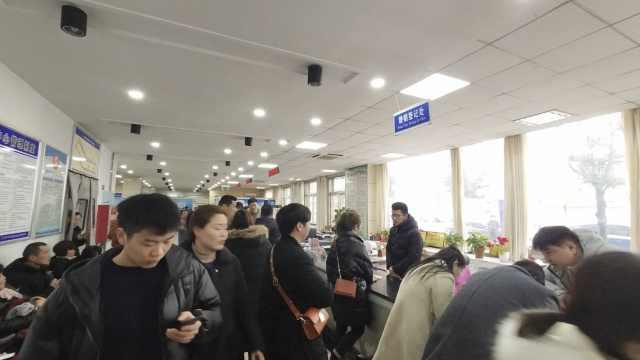 情人节民政局被挤爆:离婚的都劝走