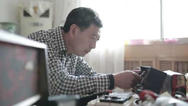 大叔收藏千台收音机,自己发明维修