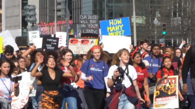 美国首都高中生游行要求政府严控枪