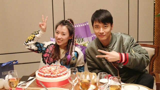 张丹峰和洪欣竟为经纪人毕滢打工?
