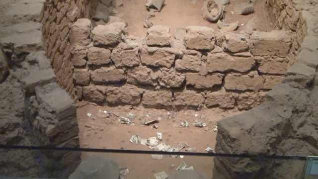 瓷窑遗址坑成许愿池?游客争相扔钱