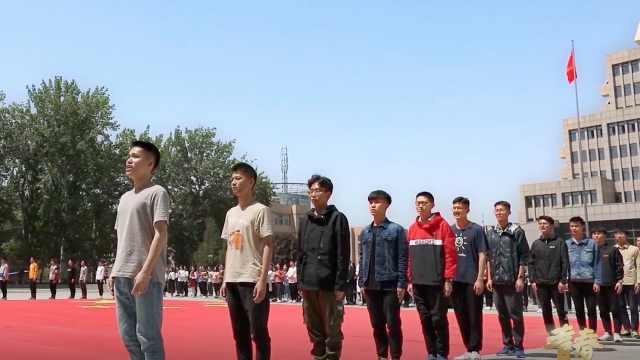 西安交大师生校友共唱《歌唱祖国》