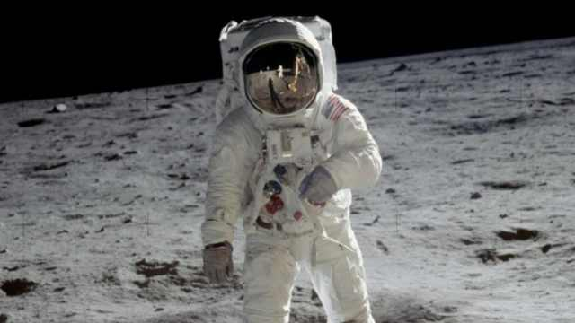 NASA宣布2024年送首位女航天员登月