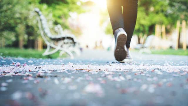 新研究:走路快或比走路慢多活15年
